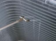 専用機材で内部のアルミフィンを徹底的に洗浄